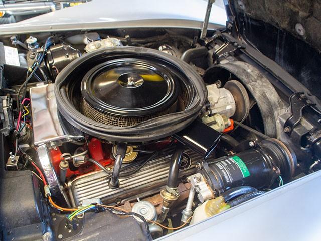 1975 L82 Silver Corvette eng