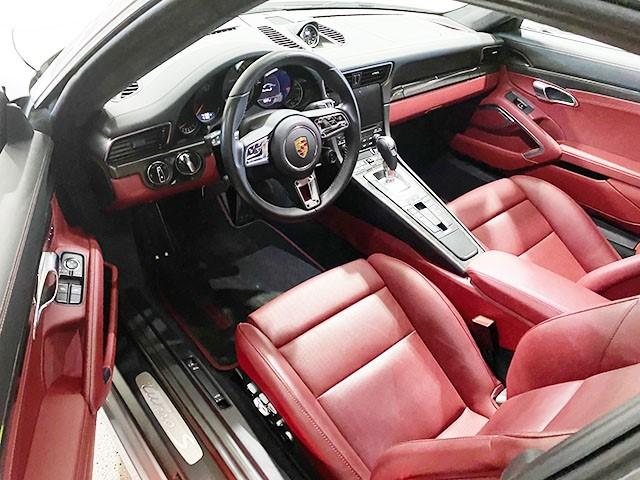 2018 Porsche Turbo S int